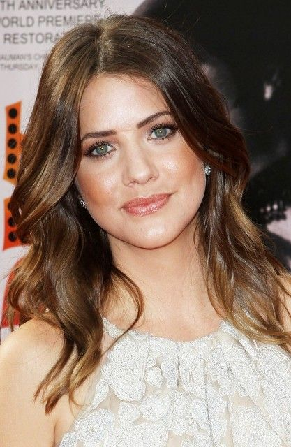 Julie Gonzalo Julie Gonzalo Bra Size, Age, Weight, Height, Measurements