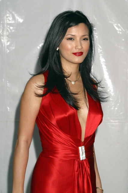Photo of Kelly Hu and her 2017 clean make up style, products & tips