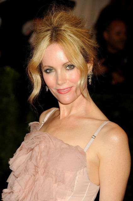 Leslie Mann Bra Size, Age, Weight, Height, Measurements ...