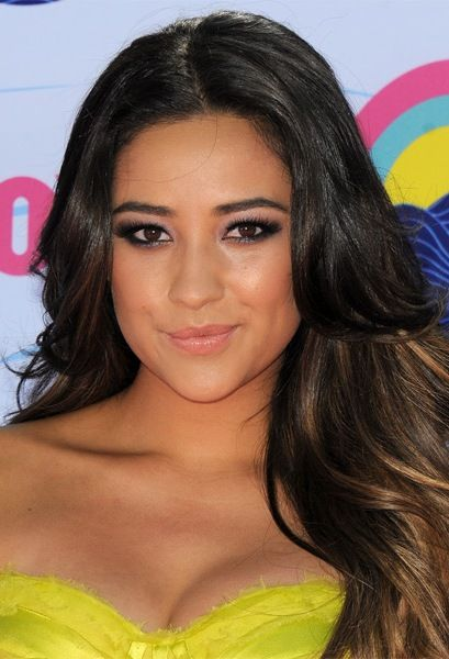 Shay Mitchell Bra Size Age Weight Height Measurements