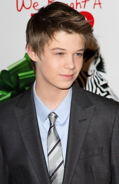 colin ford age weight height measurements celebrity sizes