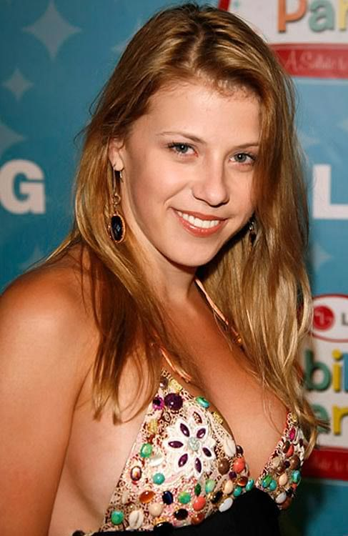 <b>Jodie Sweetin</b> Bra Size, Age, Weight, Height, Measurements - Jodie-Sweetin