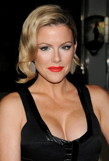 Kathleen Robertson Kathleen Robertson Bra Size, Age, Weight, Height, Measurements