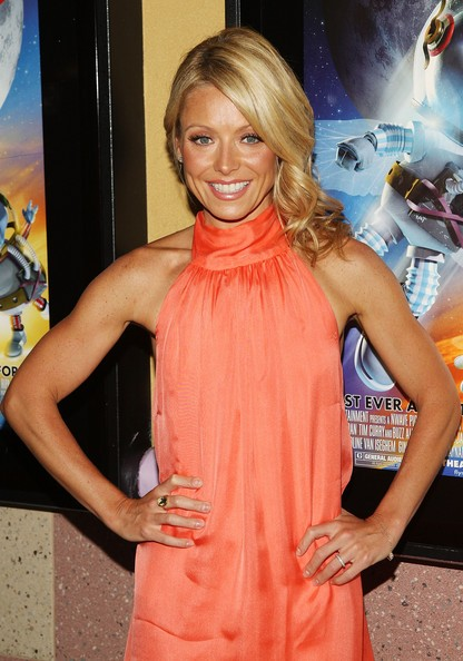 Kelly Ripa Bra Size Age Weight Height Measurements