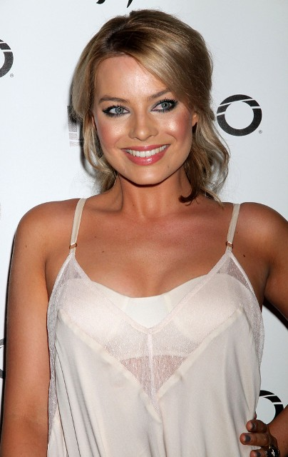 Margot Robbie Bra Size... Jennifer Lawrence Age Biography