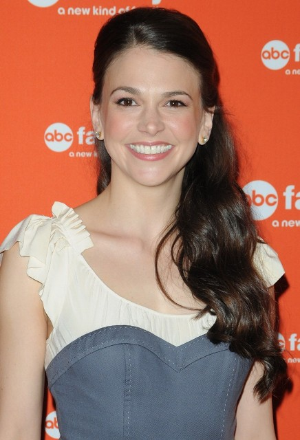 Sutton Foster height weight