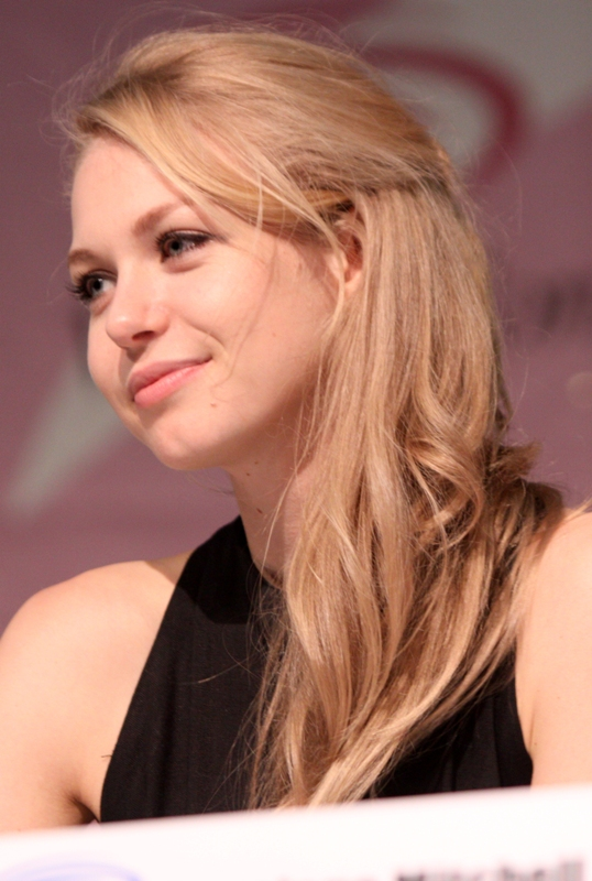 Penelope Mitchell Bra Size, Age, Weight, Height ...