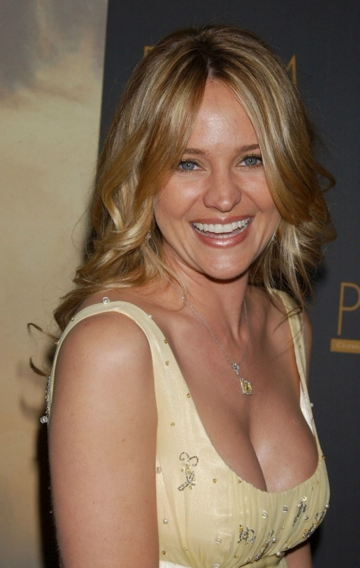 Sharon Case Bra Size, Age, Weight, Height, Measurements