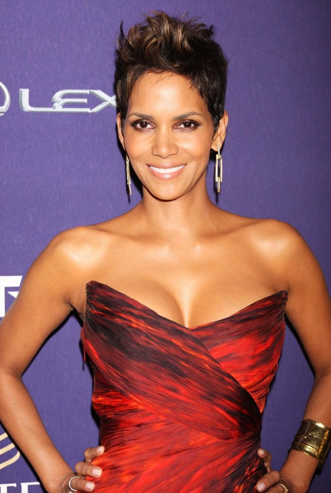 halle berry bra size age weight height measurements