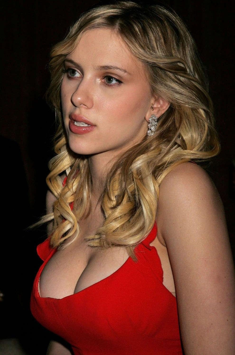 Scarlett Johansson Bra Size Age Weight Height Measurements on oscar mendez plastic