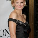 Martha Plimpton Bra Size, Age, Weight, Height, Measurements