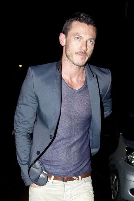 Luke Evans Age, Weight, Height, Measurements - Celebrity Sizes