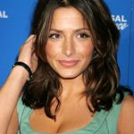 Sarah Shahi Bra Size, Age, Weight, Height, Measurements