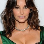 Gina Gershon Bra Size, Age, Weight, Height, Measurements