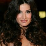 Idina Menzel Bra Size, Age, Weight, Height, Measurements