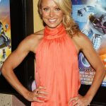 Kelly Ripa Bra Size, Age, Weight, Height, Measurements