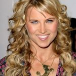 Lucy Lawless Bra Size, Age, Weight, Height, Measurements