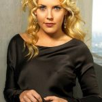 Mercedes McNab Bra Size, Age, Weight, Height, Measurements