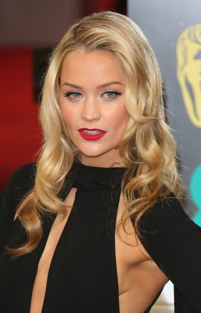 Laura Whitmore Bra Size Age Weight Height Measurements