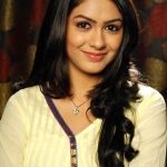 Mrunal Thakur Bra Size, Age, Weight, Height, Measurements