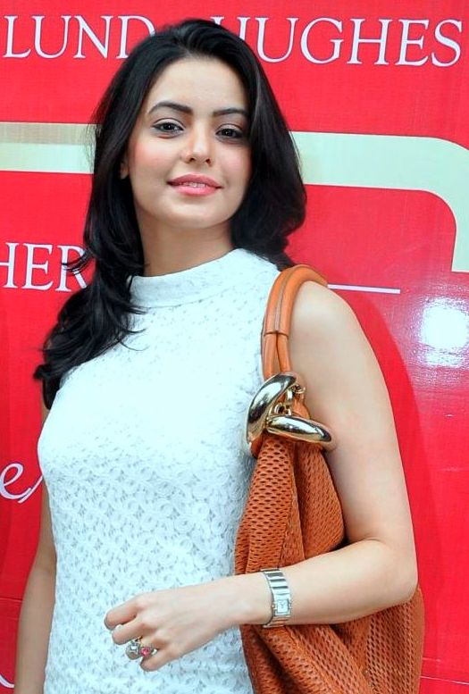Aamna Sharif Bra Size Age Weight Height Measurements