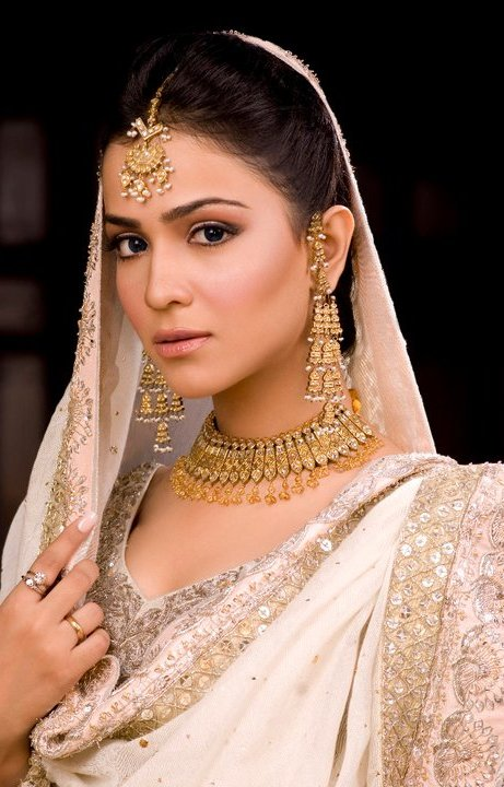 Humaima Malick Bra Size Age Weight Height Measurements
