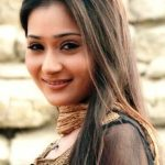 Sara Khan Bra Size, Age, Weight, Height, Measurements