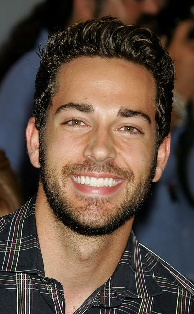 zachary levi age  weight  height  measurements
