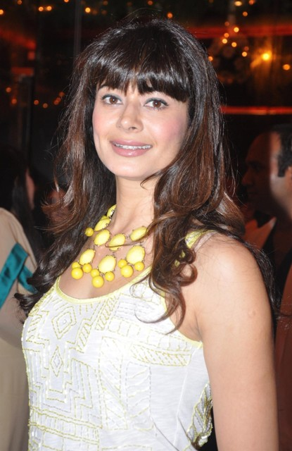 Pooja Batra Bra Size Age Weight Height Measurements