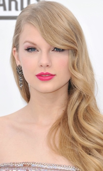 Taylor Swift Plastic S... Taylor Swift Net Worth