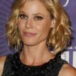 Julie Bowen Bra Size, Age, Weight, Height, Measurements