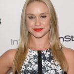 Becca Tobin Bra Size, Age, Weight, Height, Measurements