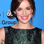 Elizabeth Henstridge Net Worth