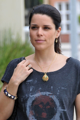 Neve Campbell Net Worth - Celebrity Sizes