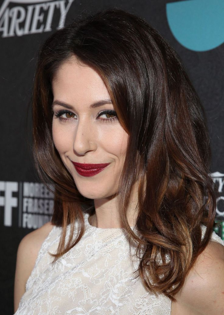 Amanda Crew Diet Plan Celebrity Sizes