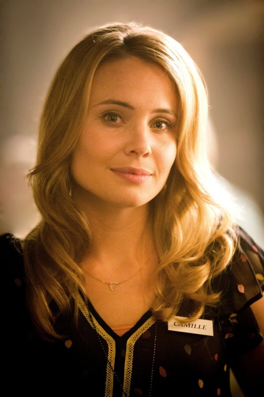Leah Pipes Nude Photos 10