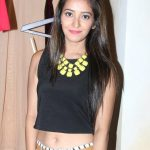 Asha Negi Net Worth
