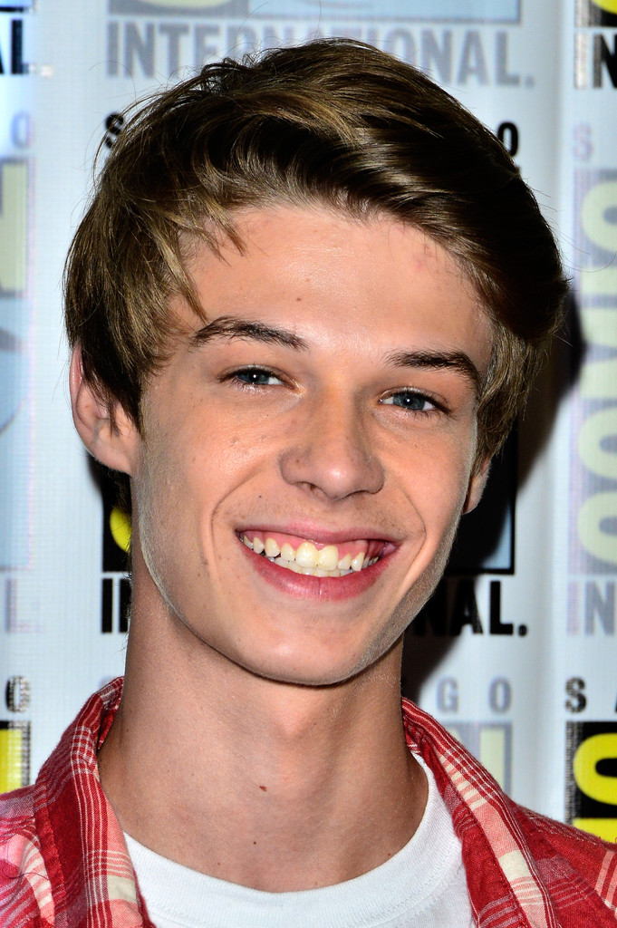 Colin Ford Net Worth - Celebrity Sizes  Colin Ford Net ...