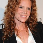 Robyn Lively Bra Size, Age, Weight, Height, Measurements