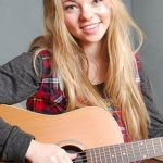 Taylor Hickson Bra Size, Age, Weight, Height, Measurements