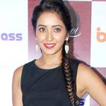 Asha Negi Bra Size, Age, Weight, Height, Measurements