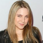 Lauren Collins Bra Size, Age, Weight, Height, Measurements